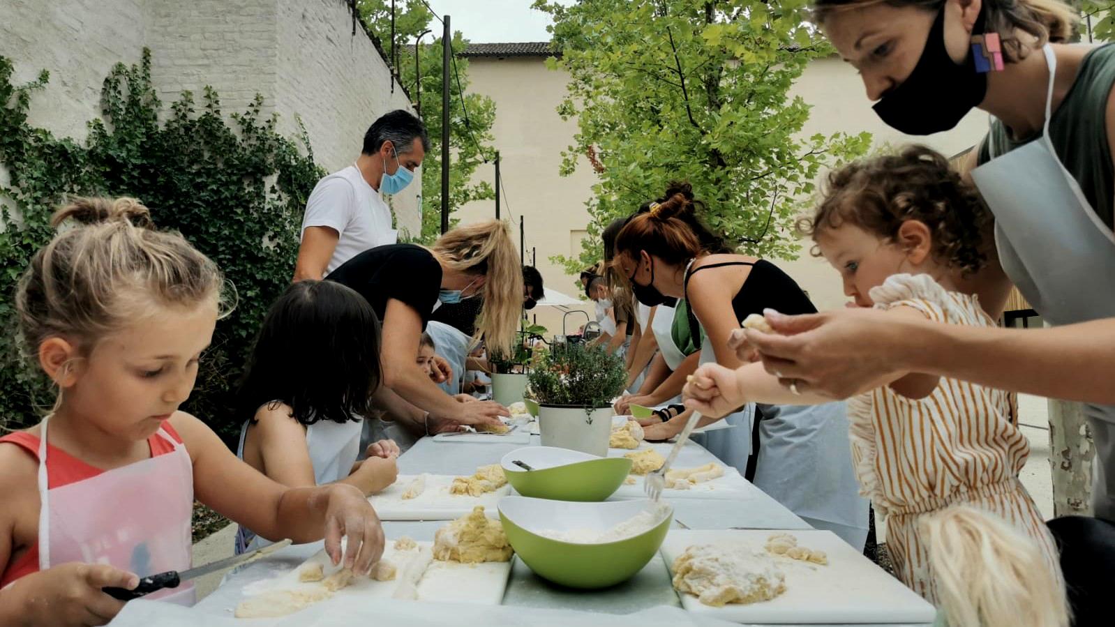 Cucina di quartiere ai Chiostri di San Pietro